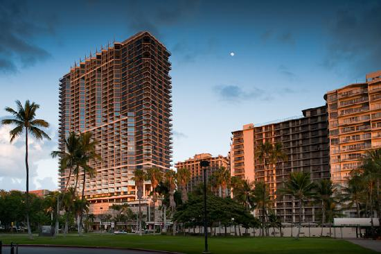 Trump International Hotel Hawaii Limo Service